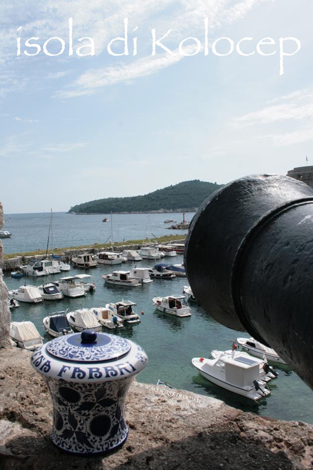Calamotta (in croato: Koločep) è un'isola della Croazia, nell'arcipelago delle isole Elafiti, situata di fronte alla costa dalmata, a nord-ovest di Ragusa e separata dalla terraferma dal canale di Calamotta.