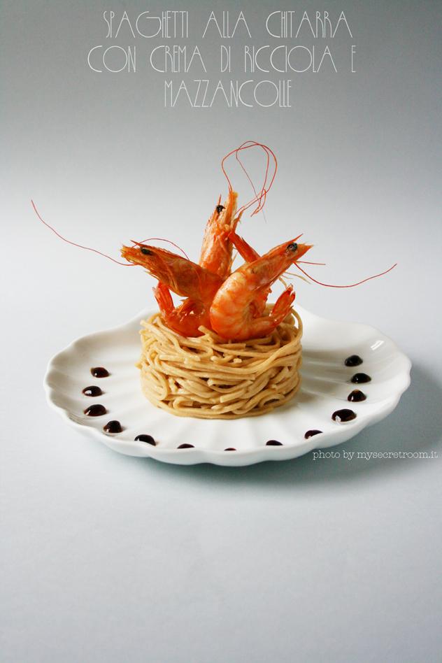spaghetti alla chitarra di pasta fresca con crema di ricciola e mazzancolle