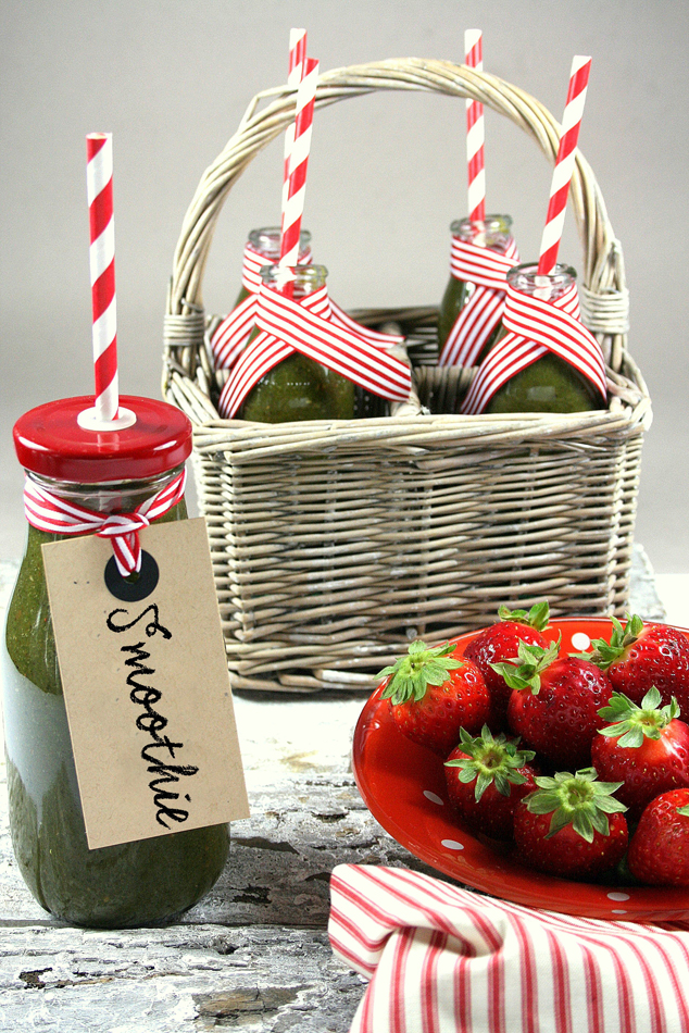 smoothie detox con fragole e mela