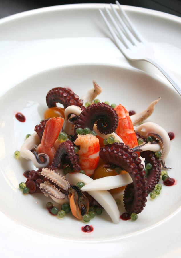 insalata di mare tiepida con caviale di prezzemolo