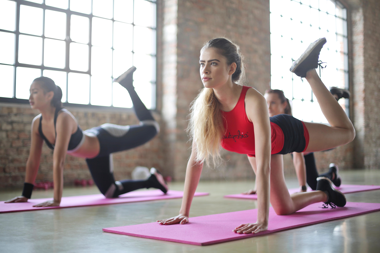 perdere peso attraverso lo yoga caldo